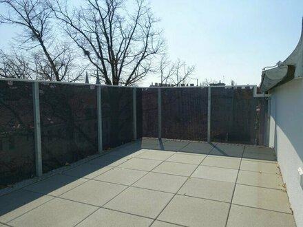 ERSTBEZUG 3 Zimmer DG Wohnung mit Terrasse und Balkon