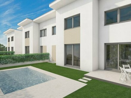 Modernes Doppelhaus mit eigenem Pool, Garage und großem Wohnkeller!