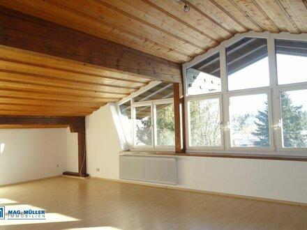 Schöne Aussicht! Riesige Dachgeschoss-Garconniere in Ruhelage Siezenheim