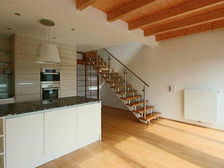 Hochwertige DG Wohnung mit Balkon und Designküche!