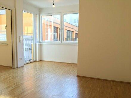sonnendurchflutete 2-Zimmer-Wohnung mit kleinem Balkon (hofseitig)! Nähe Brunnenmarkt!