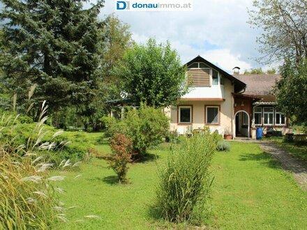 **Freundliches Einfamilienhaus/Zweifamilienhaus in Grünlage am Ortsrand**