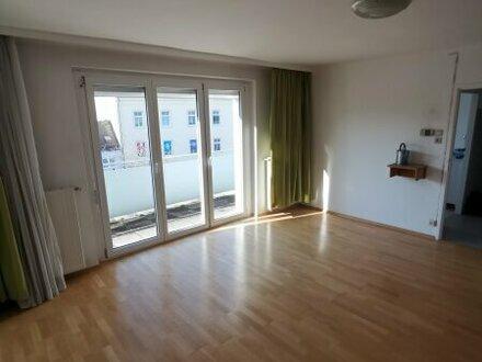 Lichtdurchflutete Wohnung in zentraler Lage