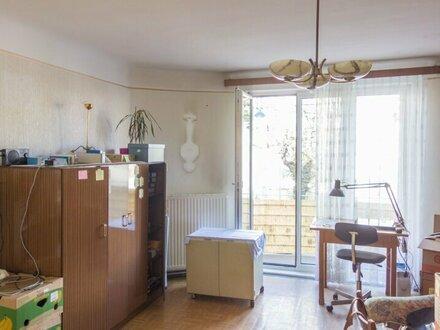 Sanierungsbedürftige Zwei-Zimmer Wohnung mit Balkon in zentraler U-Bahn Nähe, U6 Niederhofstraße!
