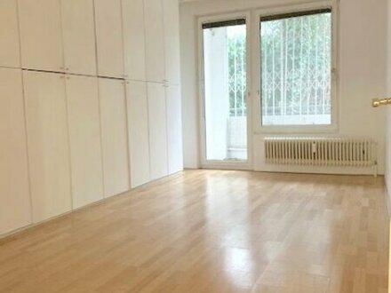 Ruhige lichtdurchflutete 4-Zimmer Terassen-/ Loggiawohnung mit Grünblick