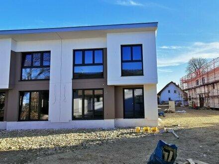 Exklusives Doppelhaus mit fünf Zimmern - provisionsfreier Erstbezug