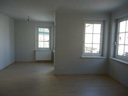 sehr großzügige 2-Zimmer-Wohnung in der St. Julien-Straße
