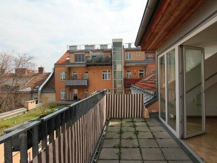 Helle Dachgeschoßwohnung mit Terrasse