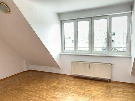 entzückende Dachwohnung mit Grünblick in Kalvarienberggasse! Nähe Elterleinplatz!