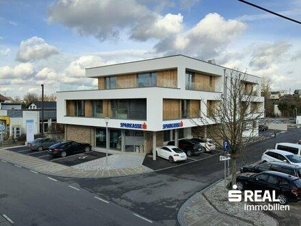 Dachgeschosswohnung/Büro/Praxis mit Gebirgsblick