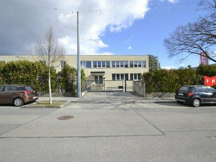 Betriebsliegenschaft ideal für Firmenstandort mit multifunktionaler Lagerhalle, Werkstatt und Bürohaus