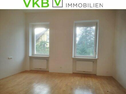 Generalsanierte Wohnung mit Balkon und Küche in zentraler Lage
