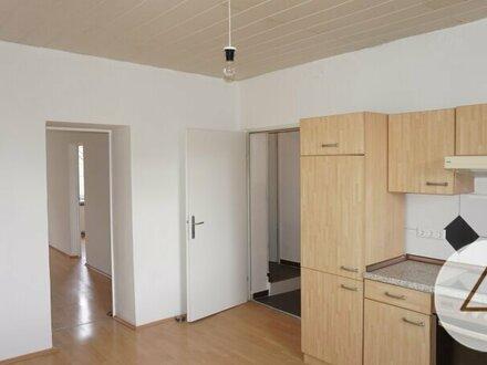 Sanierungsbedürftige Wohnung in sehr guter Lage