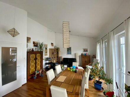 Elsbethen: Charmante 3,5-Zimmer-Dachgeschosswohnung mit großer Dachterrasse!