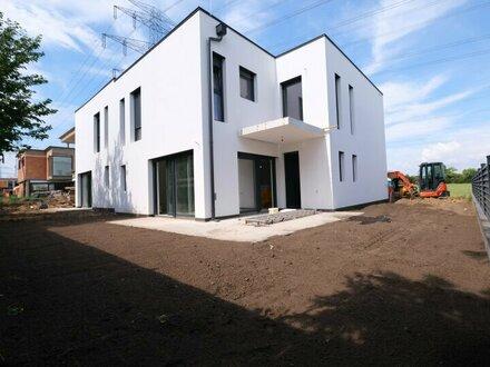 2 NEUBAU-Doppelhaushälften mit GARAGE - 10 Autominuten von WIEN Oberlaa - 4 Zimmer + 51 m² Wohnküche + 2 Balkone