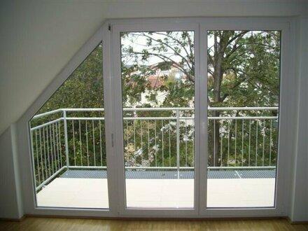 Sonnendurchflutete 3 Zimmerwohnung mit Balkon bei Schloß Hetzendorf! Ab sofort1