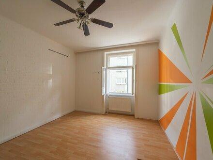 ++NEU++ Renovierungsbedürftige 2-Zimmer Altbauwohnung, netter Grundriss!