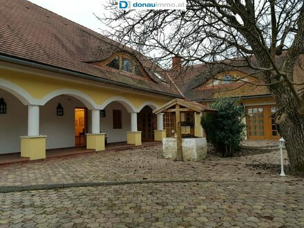 Traumhafte Arkaden-Villa mit altfranzösischem Flair und wunderschönem Garten am Rande von St. Gotthard / Szentgotthárd in…