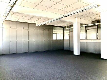 * Provisionsfrei * Großzügige Bürofläche in Gemeinschaftsbüro mit Stauraum