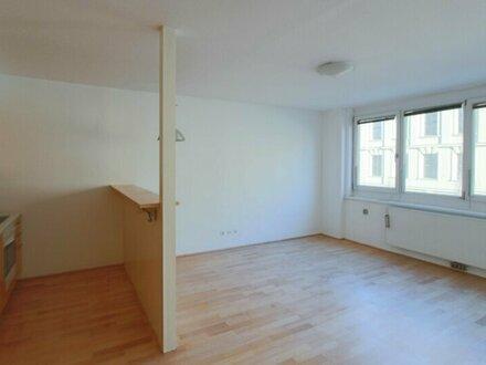Gut geschnittene, helle 2-Zimmer Wohnung mit Loggia