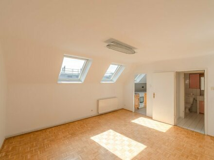 ++NEU++ Renovierungsbedürftige 2-Zimmer DG-Wohnung in toller Lage! auch gut für ANLEGER geeignet!