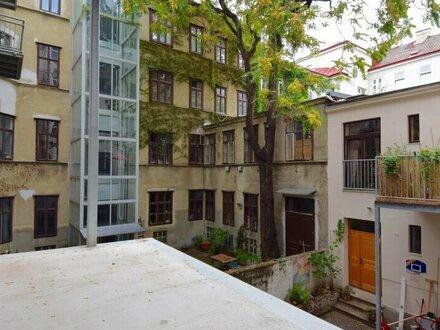 EUM - Rarität! renovierungsbedürftige Altbauwohnung mit Balkon