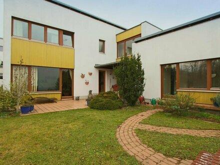 Großzügiges Haus mit Garten am Golfplatz!