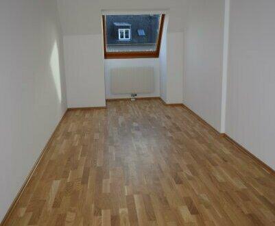 3 helle, zentral begehbare Zimmer im Dachgeschoss
