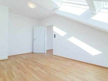 Helle Dachgeschosswohnung perfekt für Pärchen