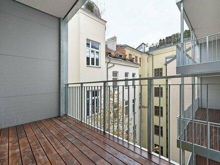 ERSTBEZUG: traumhafte Altbauwohnung mit Balkon in Toplage