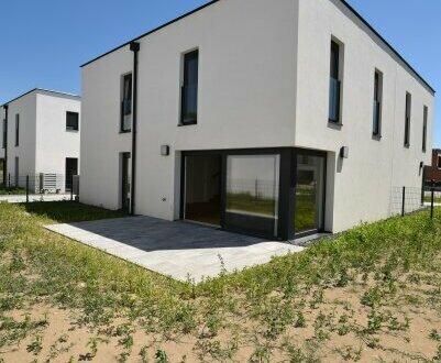 Schlüsselfertiger Wohntraum mit eigenem Garten! Absolute Grün- und Ruhelage + Hochwertige Ausstattung + Moderne Linien! Worauf…