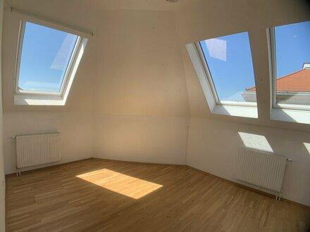 ++NEU++ Nette 3-Zimmer Dachgeschosswohnung in toller Lage! WG-geeignet!
