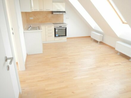 Schöne 4 Zimmer Wohnung mit Terrasse Dachausbau 2018