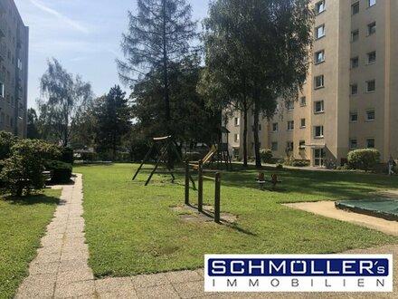 Sehr gepflegte 4-Zimmer Wohnung mit perfektem Grundriss, kleiner Loggia und eigenem Parkplatz!