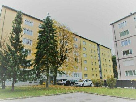 Sehr schöne, zentral gelegene 4 Zimmer Wohnung für Familien und Anleger