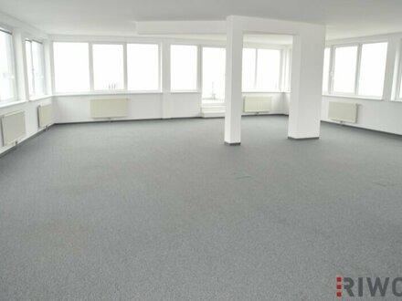 Modernes Büro mit flexibler Raumeinteilung und Terrasse!