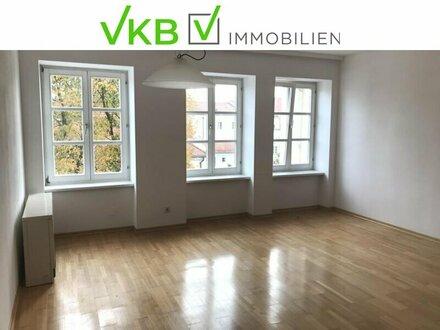 sehr schöne, ruhig gelegene Wohnung in saniertem Stadtplatzhaus jetzt zu vermieten!