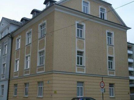 1 1/2 -Zimmer-Dachgeschoßwohnung in Jahrhundertwende-Villa