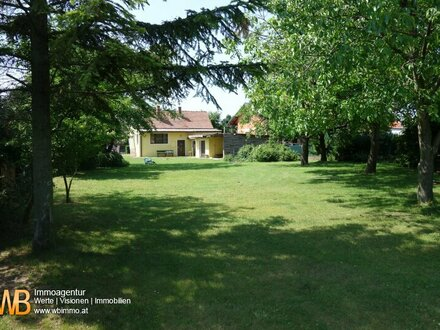 Altes Landhaus mit herrlichem Garten auf 1540m² Baugrund