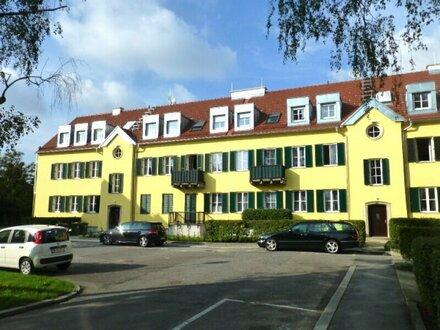 DG-Wohnung mit Terrasse und Garten in parkähnlichem Areal Nähe Küniglberg!