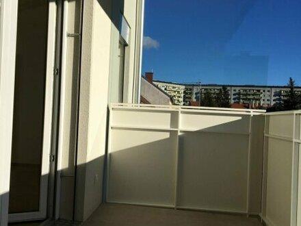 DACHGESCHOSS-WOHNUNG! Sonnige Terrasse + Ideale öffentliche Verkehrsanbindung + FH-Nähe!