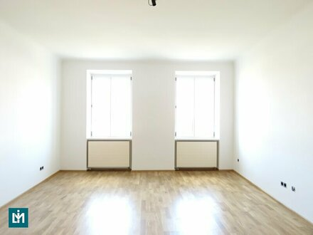 Neu sanierte, helle 2 Zimmer Wohnung mit neuer Küche (WG geeignet)