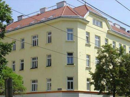 Dachgeschosswohnung mit 3 einzeln begehbaren Zimmern