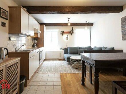 Dachgeschosswohnung mit liebevollen Holzelementen im Herzen der Altstadt!