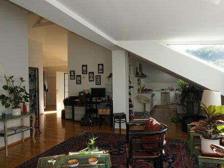 Riedenburg: Schicke Dachgeschosswohnung in Jahrhundertwendehaus!
