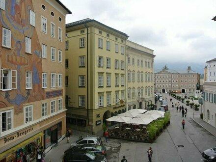 Großzügige 3-Zimmer-Altbau-Wohnung am Waagplatz