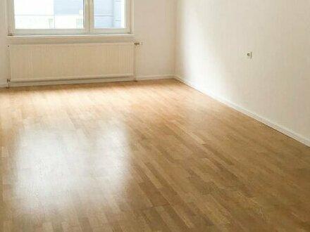 Frisch renovierte 3-Zimmerwohnung! Teilmöbliert! WG-geeignet!