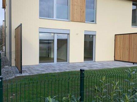 ZAUBERHAFT! GARTENTRAUM mit toller Terrasse und Eigengarten + Parkplatz! Provisionsfrei für den Käufer!