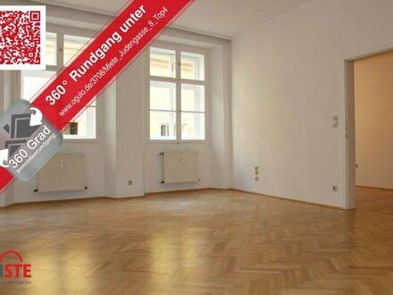 Hohe Räume in wunderschönem Altstadthaus - und ein herrlich großes Badezimmer!