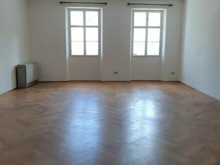 Charmante 2-Zimmer- Altbauwohnung im Herzen der Altstadt